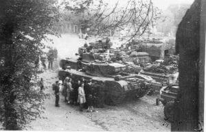 Canadese Churchilltank op de Markt in Ommen 11-04-1945