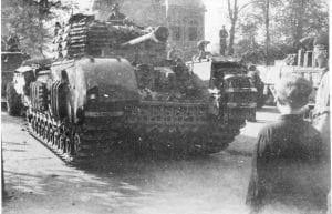 Markt Ommen Canadese Churchilltank 11-04-1945